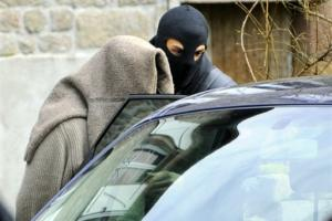 photo AFP - Julien Coupat lors de son arrestation